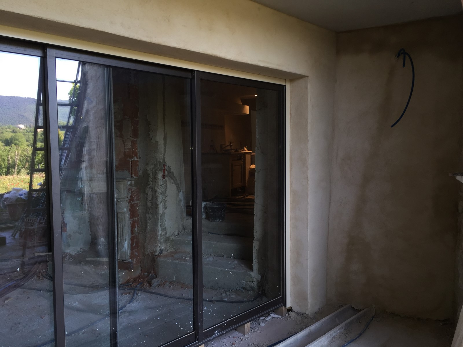 pose de menuiserie isolation revetement plafond pose menuiserie viguier ma onnerie apt. Black Bedroom Furniture Sets. Home Design Ideas
