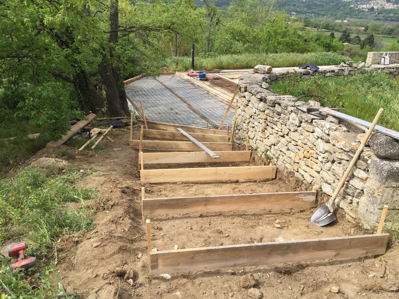Escalier et plage piscine b ton et pierre 1 auvent - Piscine hors sol impot ...